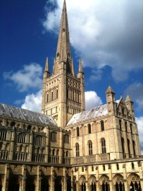 Norwich_Cathedral,_spire_and_south_transept